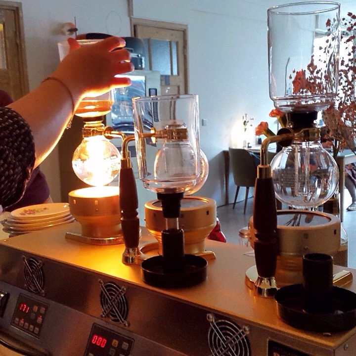 Een les slow coffee; de siphon bar